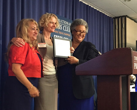 Dr. Volkow holds plaque while posing with two FORCE alliance members.