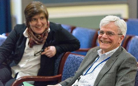 Dr. Michael Gottesman chats with Altan-Bonnet.