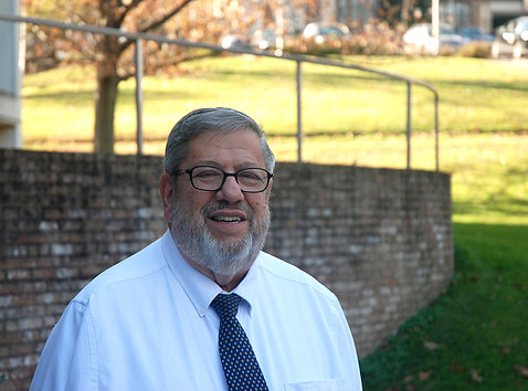 """Richard """"Richie"""" Taffet poses on the NIH campus"""