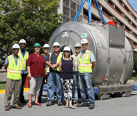 The team involved in the 7T magnet renovation and installation project.