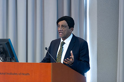 Dr. Manji gestures during his lecture