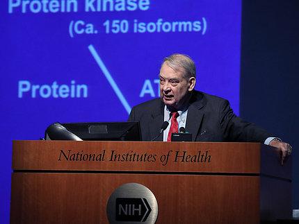 Dr. Murad speaks at podium.