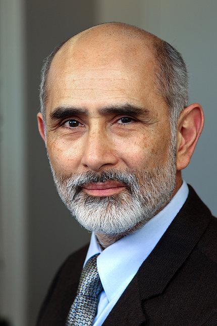 Dr. Ricardo F. Muñoz