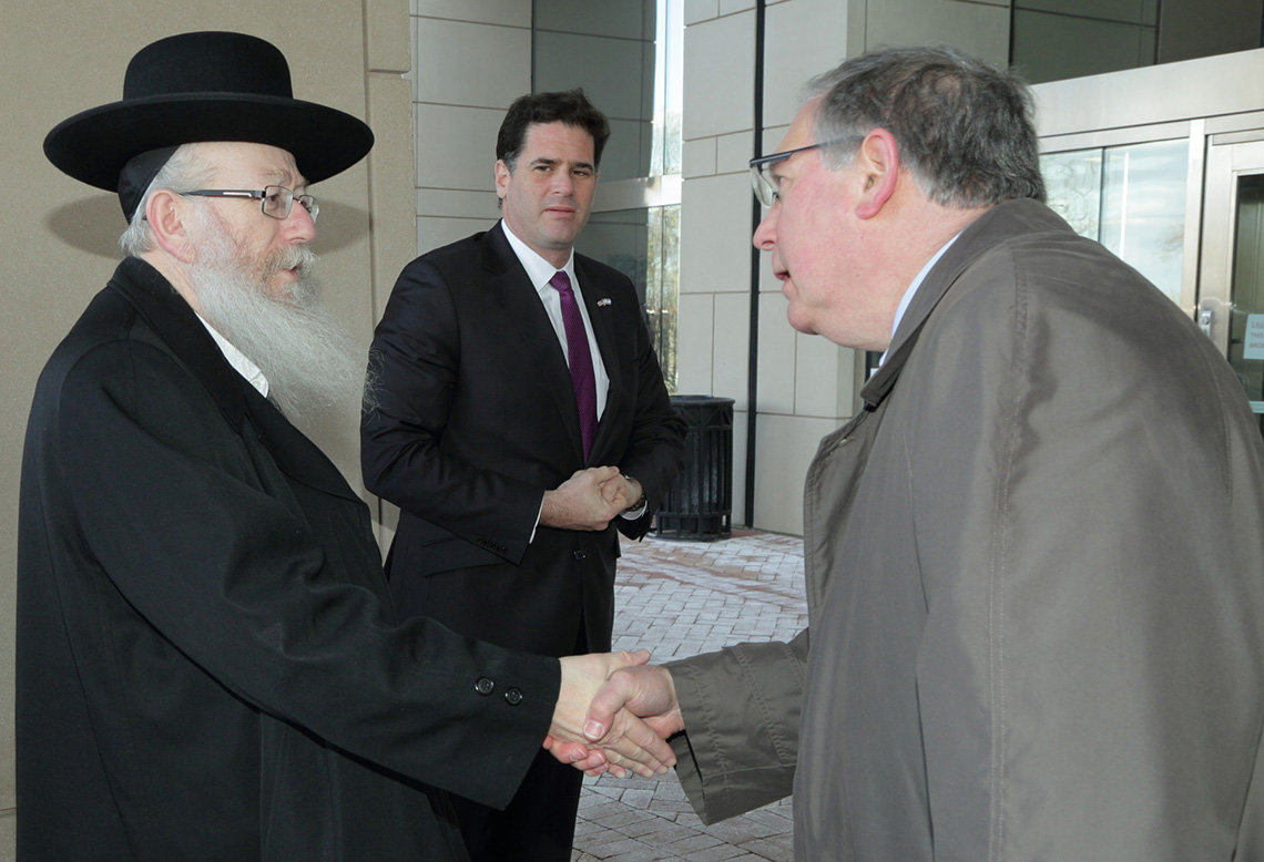 Dr. Tabak shakes hands with Israeli health minister