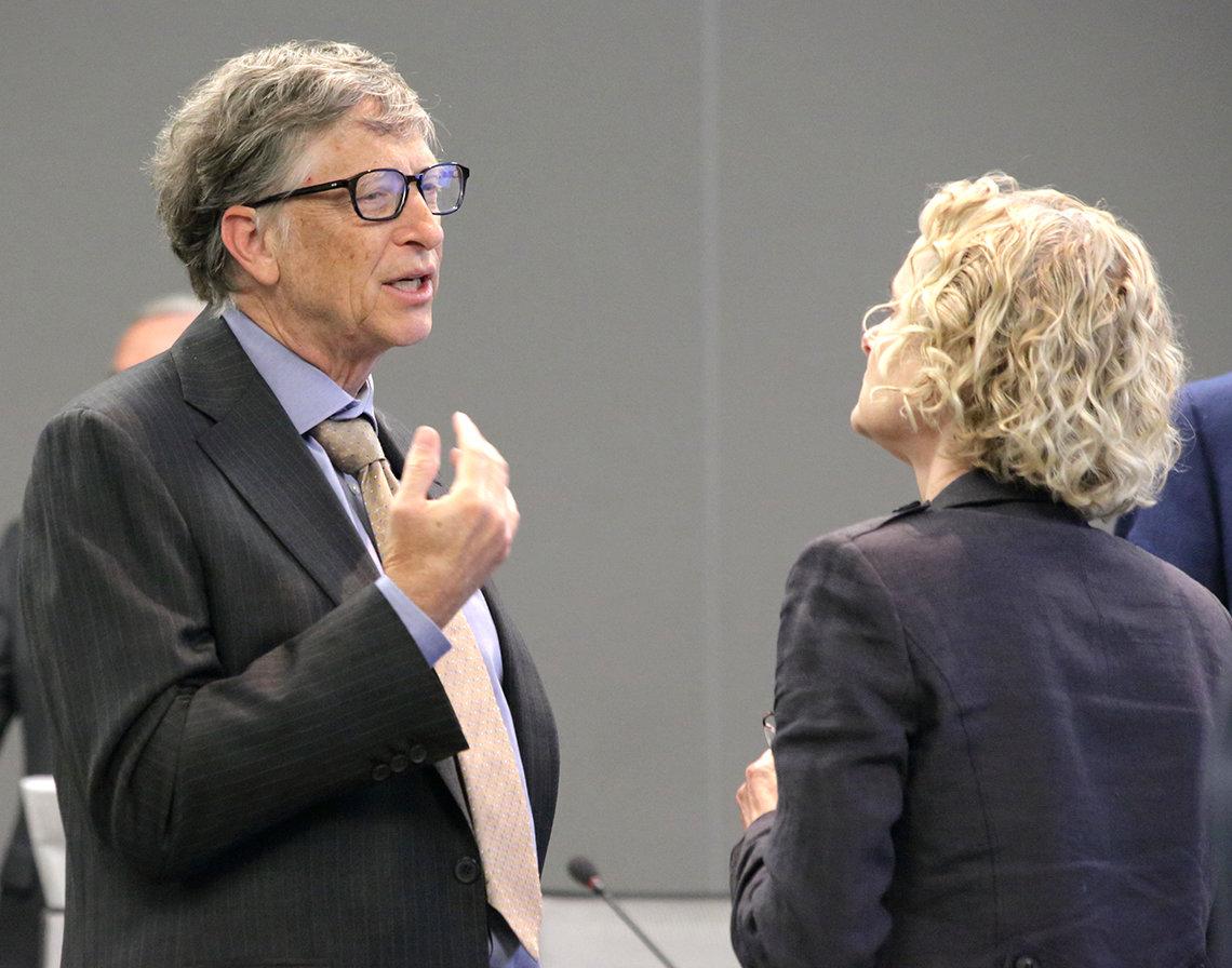 Gates speaks with Volkow.