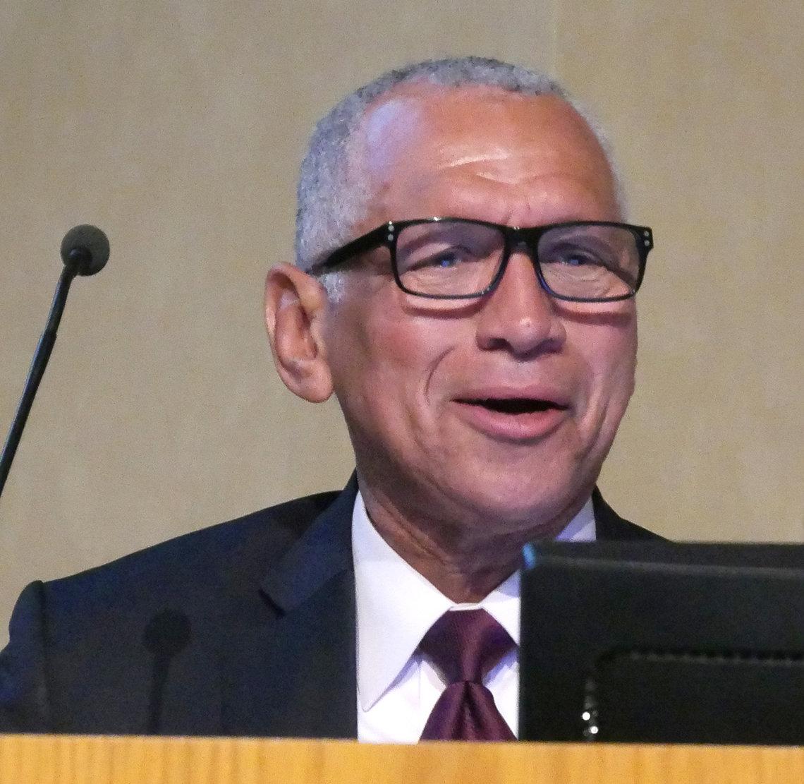 Bolden speaks at NIH.
