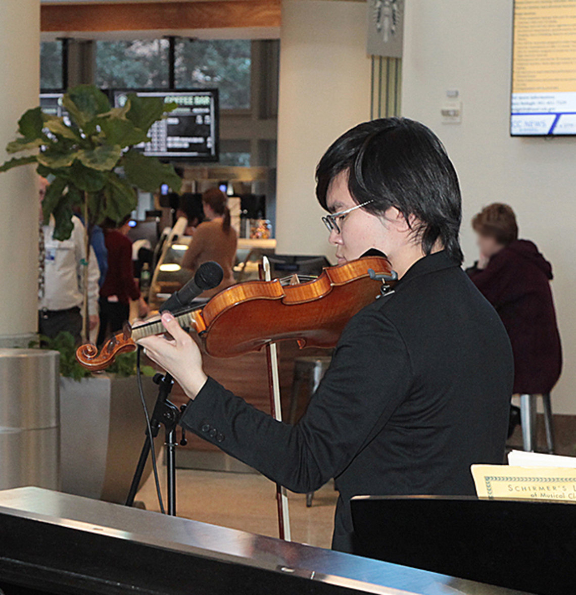 Pianist, violinist perform classical music in CC atrium.