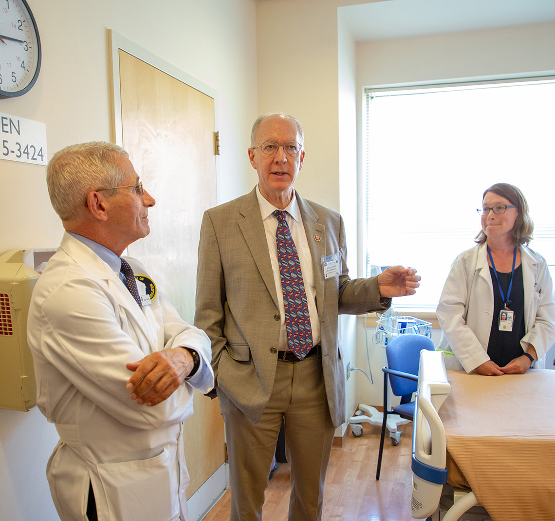 Dr. Fauci and Dr. Freeman talk with Rep. Bill Foster at NIAID's primary immune deficiency clinic.