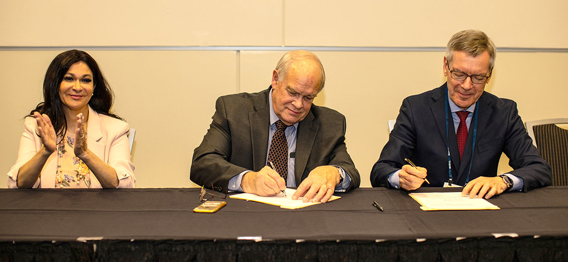Sieving signs agreement with Gupta and Wiedemann at a table