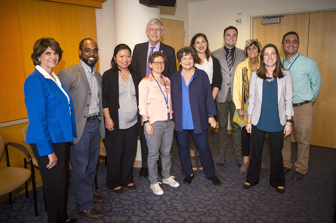 Lawmakers visit NIH trainees.