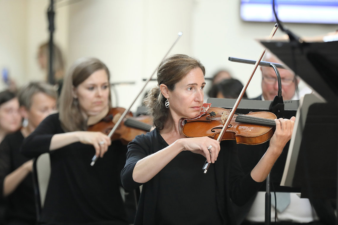 Nurit Bar-Josef plays the violin