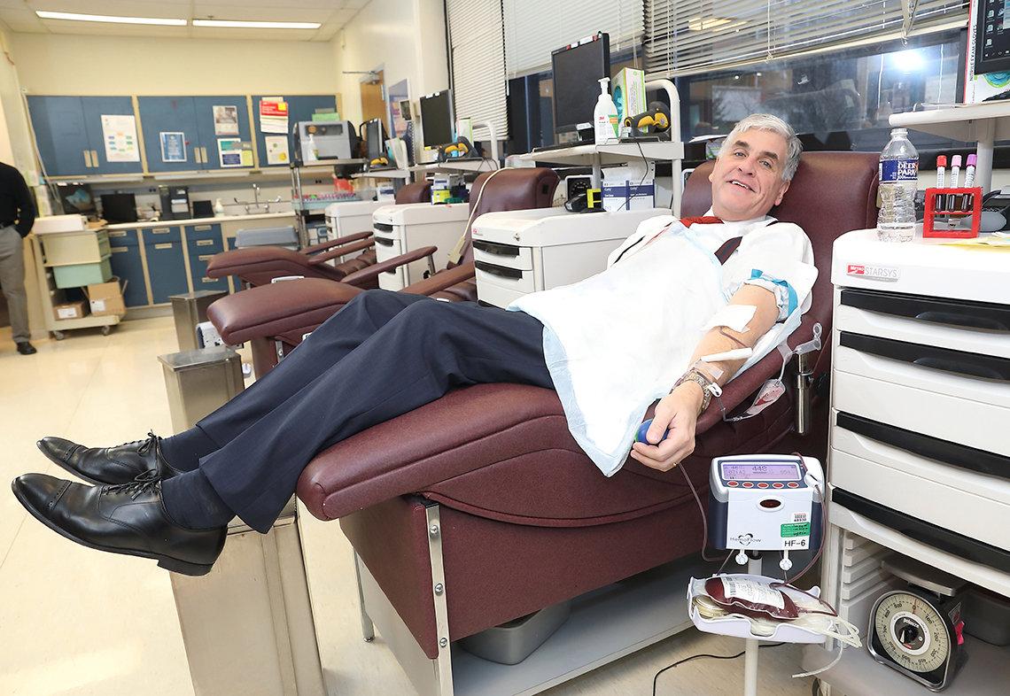 Hargan gives blood