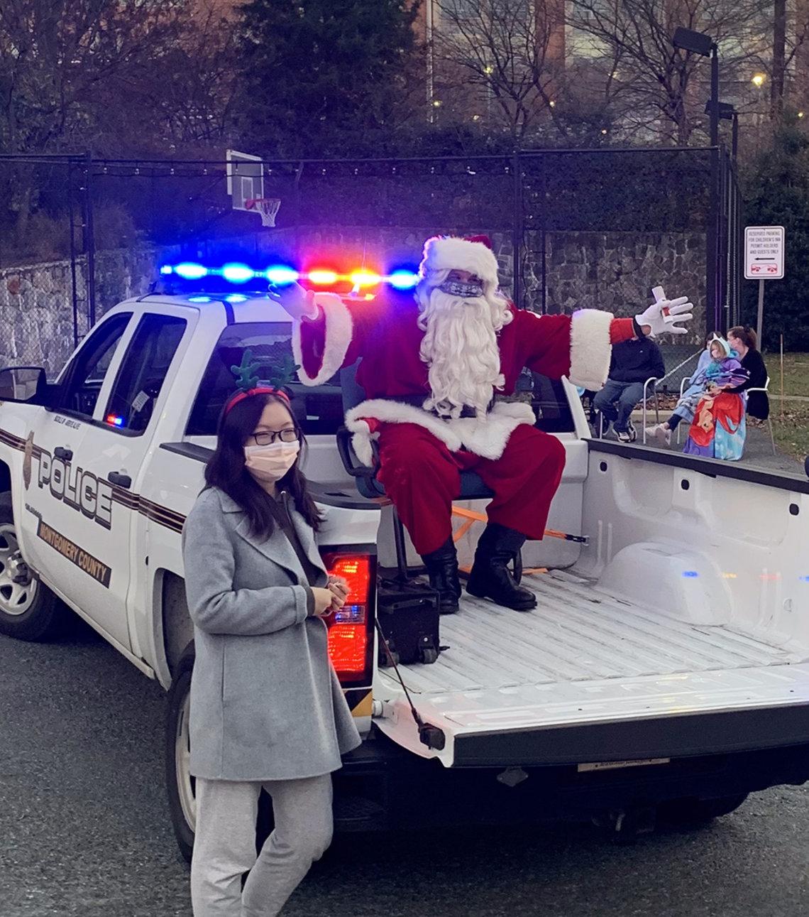 Santa arrives at inn.