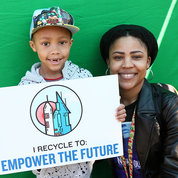 Rafiq Perry, 7, and his mother, CIT's Rashanna Carter, take part in NIH's Earth Day festivities. PHOTO: CHIA-CHI CHARLIE CHANG