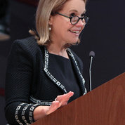 Katie Couric at ceremony honoring Dr. Alan S. Rabson PHOTO: CHIA-CHI CHARLIE CHANG