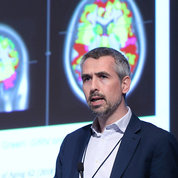 Dr. Jonathan Rohrer, a consultant neurologist at UCL Queen Square Institute of Neurology in London, presents on biomarkers in frontotemporal dementia. PHOTO: CHIA-CHI CHARLIE CHANG