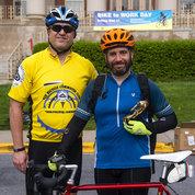 NCI's Steve Friedman (l) presents NCI colleague Dr. Ian Fingerman with the Carl Henn Bicycle Advocacy Award. PHOTO: LISA HELFERT