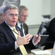 Droegemeier addresses IC directors and NIH senior leadership in Bldg. 1. PHOTO: CHIA-CHI CHARLIE CHANG