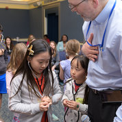 NIH deputy director for extramural research Dr. Michael Lauer, who is also a cardiologist, discusses stethoscopes and how to hear heartbeats. PHOTO: CHIA-CHI CHARLIE CHANG