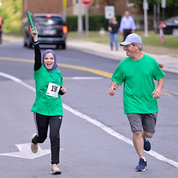 C S aRrrrgh (W)'s Amira Hemsas gets ready to hand off the baton while Mark Caprara helps to keep the pace. PHOTO: MARLEEN VAN DEN NESTE