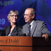 Festival co-chairs Dr. Amy Newman of NIDA and Dr. John Gallin of the Clinical Center thank attendees at the close of the day-long event. PHOTO: CHIA-CHI CHARLIE CHANG