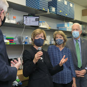 The Senate delegation asks questions during the lab tour. PHOTO: CHIA-CHI CHARLIE CHANG