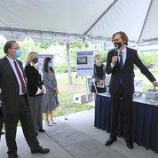 NIBIB director Dr. Bruce Tromberg (r) briefs visiting senators on RADx Tech. PHOTO: CHIA-CHI CHARLIE CHANG
